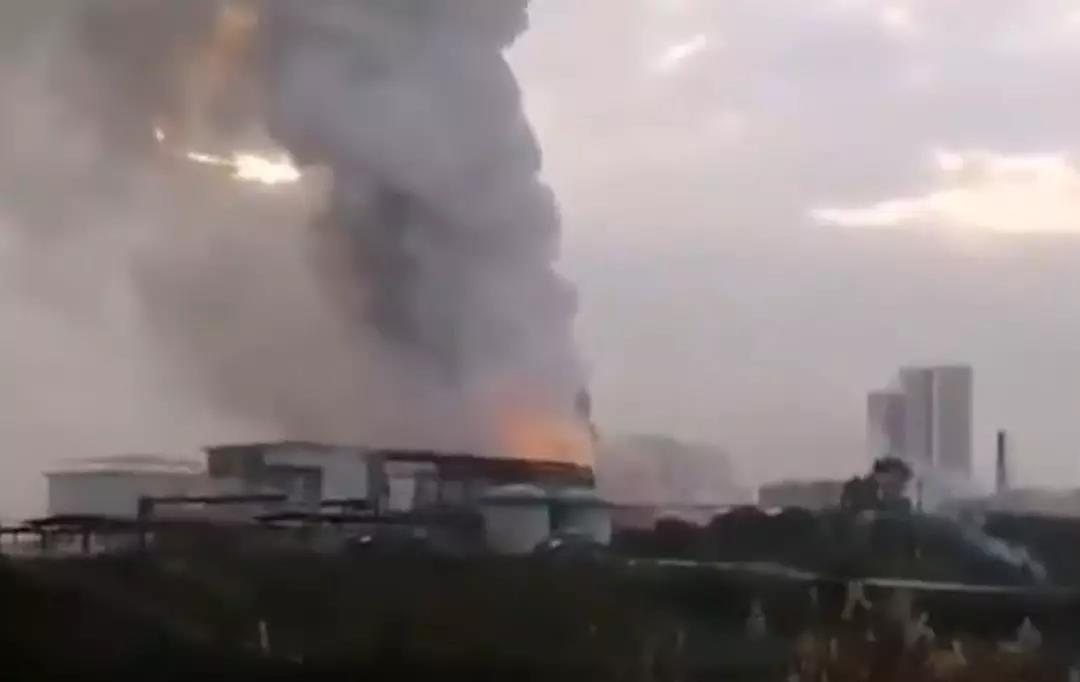 【突发】又一化工厂爆炸!浓烟滚滚!